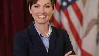 Photo of Gov. Kim Reynolds to speak in Waverly today