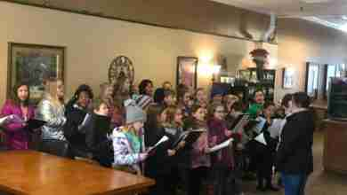 Photo of Charles City Lincoln Elementary Choir perform pop-up concert in Aromas