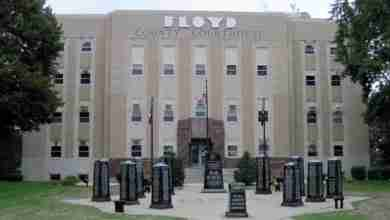 Photo of Floyd County Courthouse opens on limited basis