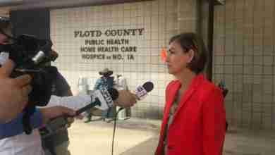 Photo of Gov. Kim Reynolds meets with Floyd County health professions in Charles City